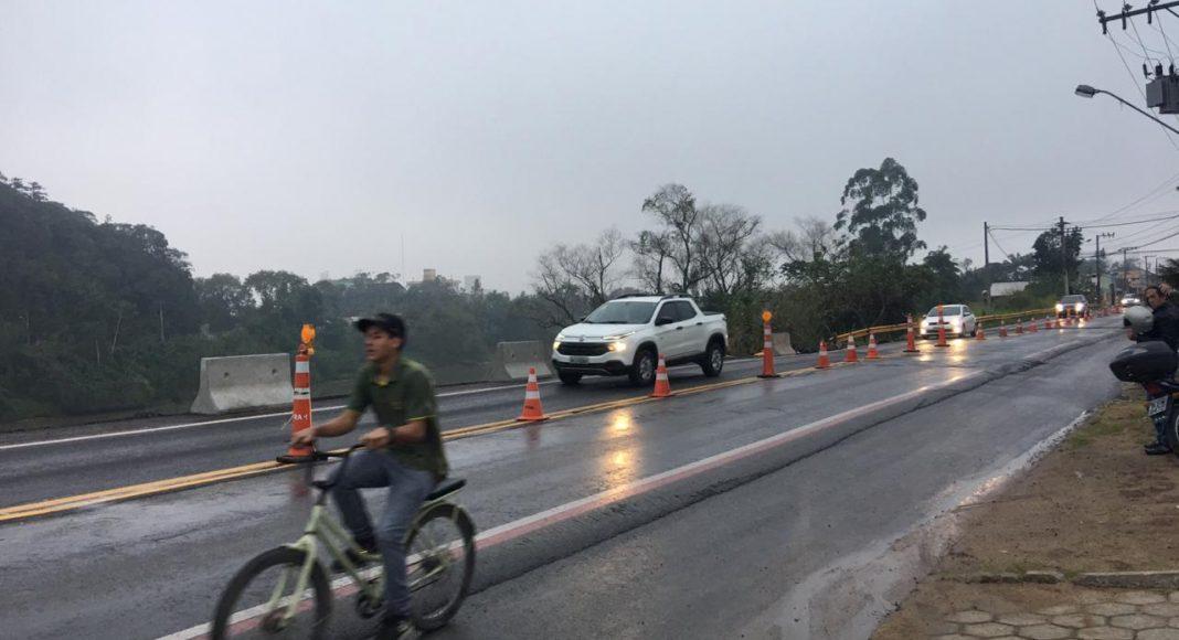 Com novas rachaduras na Dr. Nereu Ramos, em Gaspar, veículos acima de quatro toneladas são proibidos de trafegar - O Município Blumenau
