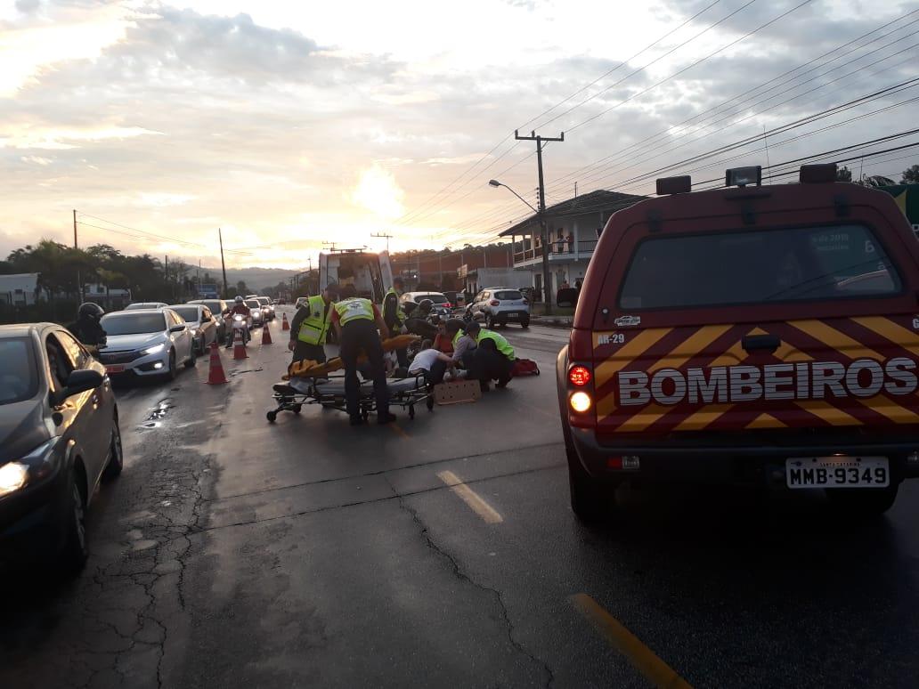 Motociclista tem fratura exposta após colidir com carro, em Gaspar - O Município Blumenau