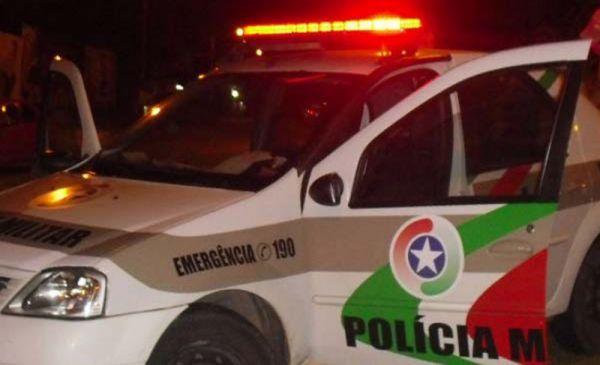 Carro é furtado no pátio de uma igreja, no bairro Itoupavazinha