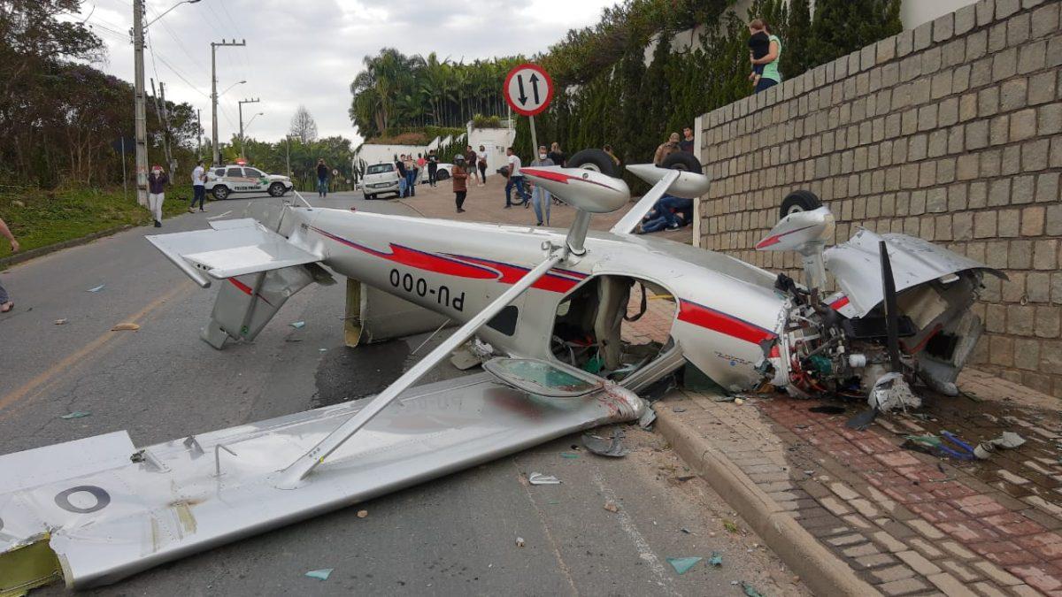 URGENTE: Aeronave cai no Centro de Guabiruba