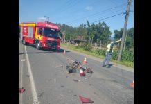 Motociclista morre após bater de frente contra caminhão na SC-110, em Timbó