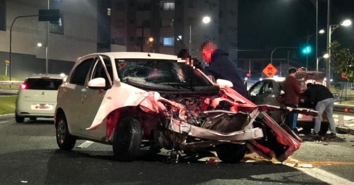 motorista invade pista contrária e bate contra carro